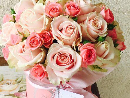 Aranjament trandafiri in cutie 2